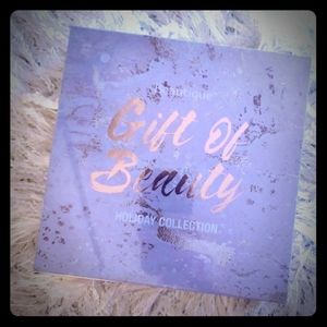 Sally's Gift Of Beauty Holiday Collection